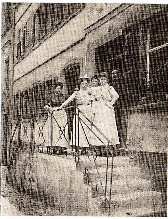 Vor der Weinstube Gößwein 1910 - Foto: Stadtarchiv