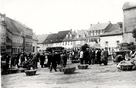"""""""Säulesmarkt"""" vor dem Zeughaus"""
