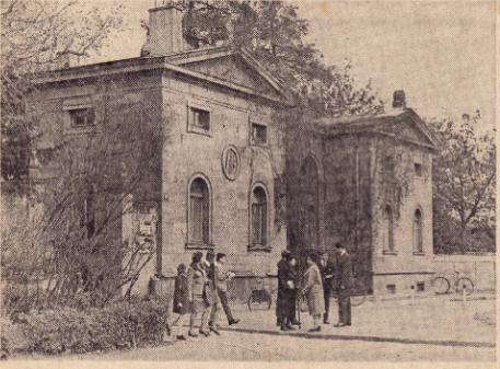 Einstiges Verwaltungs- und Aufbahrungsgebäude im Hauptfriedhof