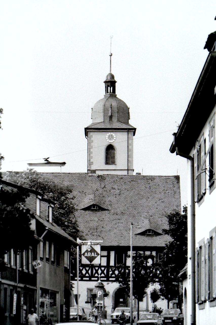 Rathaus und Kirche