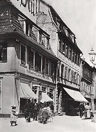 Eisenhandel Julius Friedrich Krönlein Ecke Kesslergasse/Postplatz (heute Gg.-Wichtermann-Platz Die Eisenwarenhandlung wurde 1857 gegründet