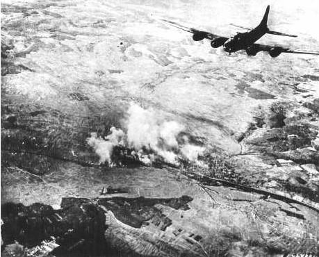 B 17 nach Abwurf der Bomben
