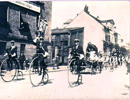 Festumzug mit Hochrädern um 1910