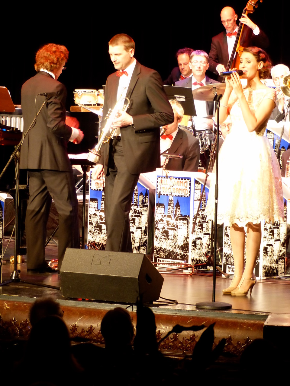 Julia mit der All Swing Big Band