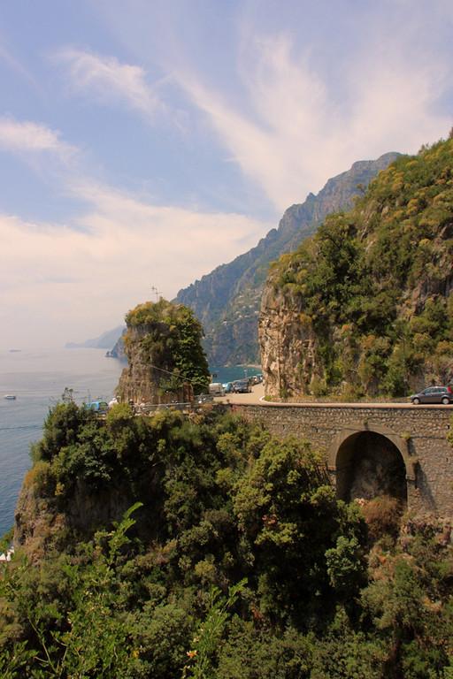 widok na serpentyny Costiera Amalfitana