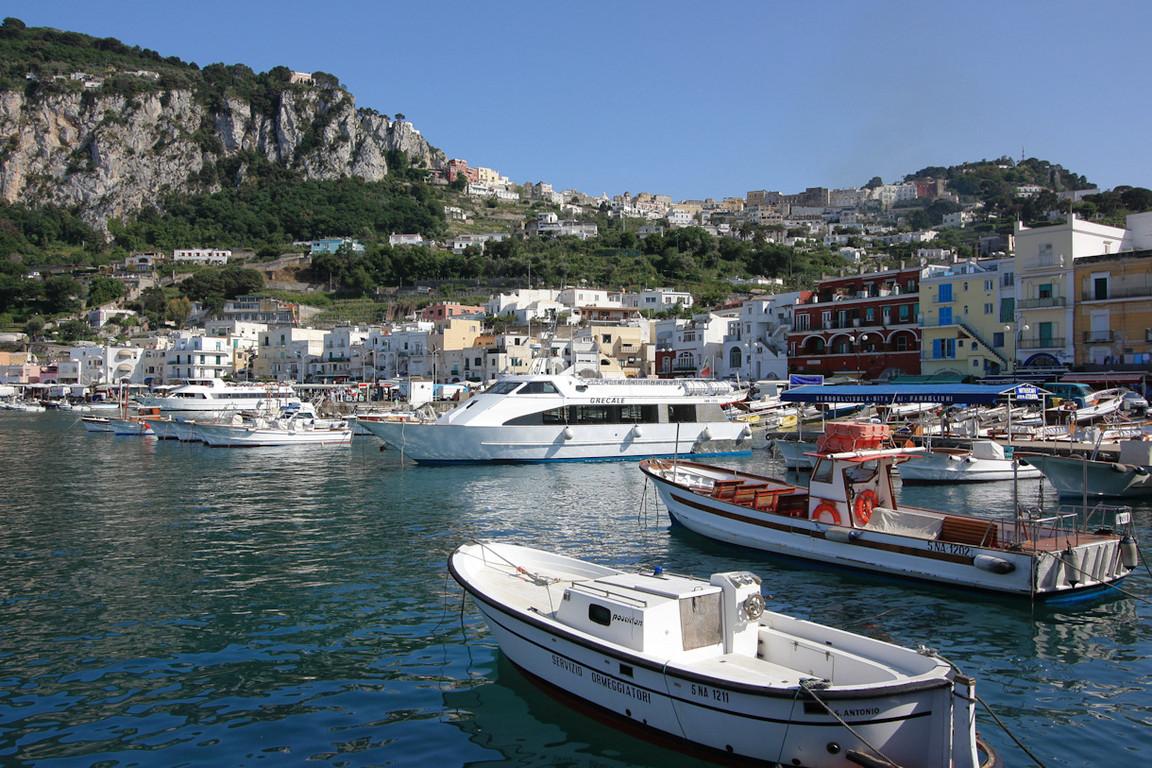 w porcie Capri