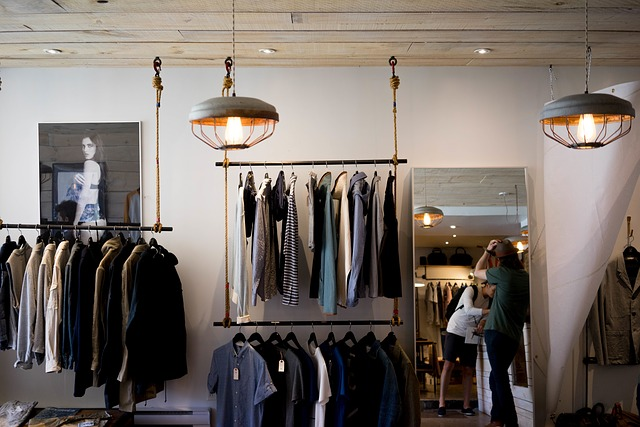 Shopbeleuchtung Technisch und Dekorativ