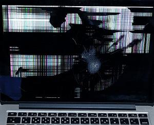 液晶が割れてしまったMacBook
