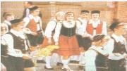 Evelyne Böckler nahm als 16-Jährige erstmals 1977 am Winzertanz teil. Die Privataufnahme zeigt sie freudestrahlend in der Bildmitte.