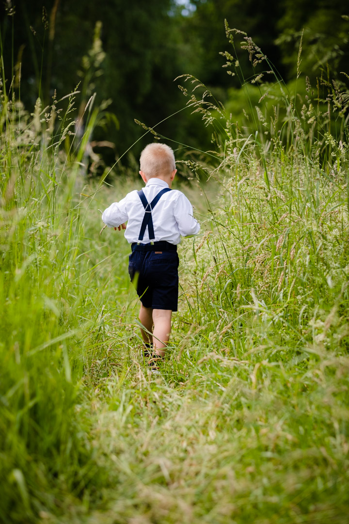 Kinder-Foto: Spuren im Gras