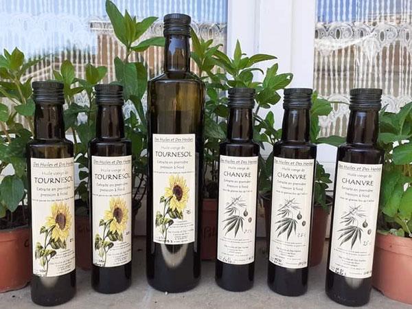 Les bouteilles disponibles à l'Épicerie, 75 et 25 cl pour le tournesol, 25 cl pour le chanvre