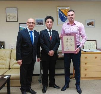 駐日ボスニア・ヘルツェゴビナ大使館          右/ベルヤン大使、左ユーシッチ公使