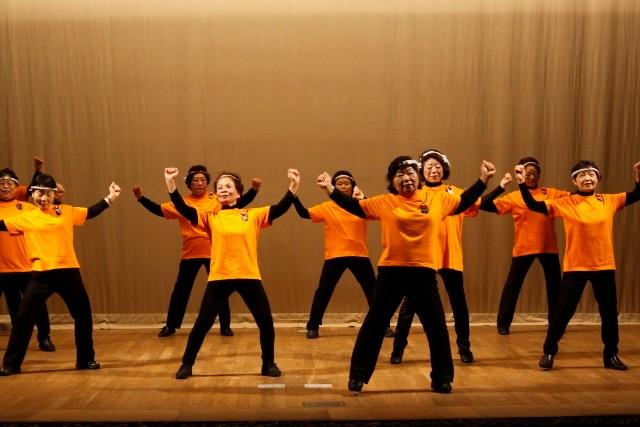 体操的な踊り
