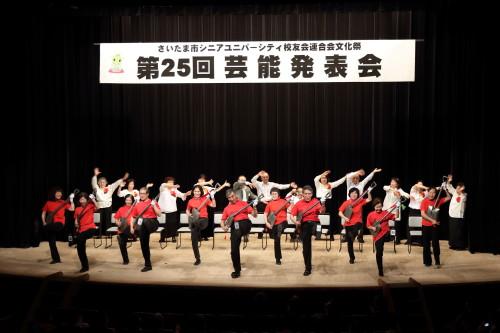 東浦和校:演歌と楽器演奏による歌謡ショー       (スコップ)15期