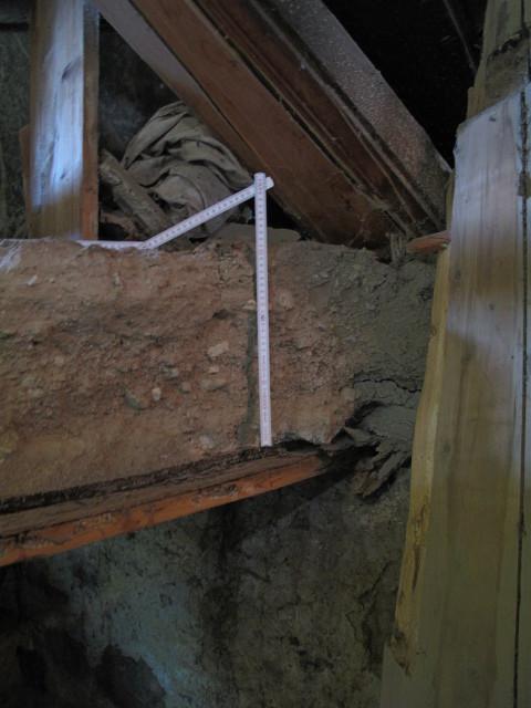 über 30 cm Kies und Sand wurden auf die EG Decke gespült