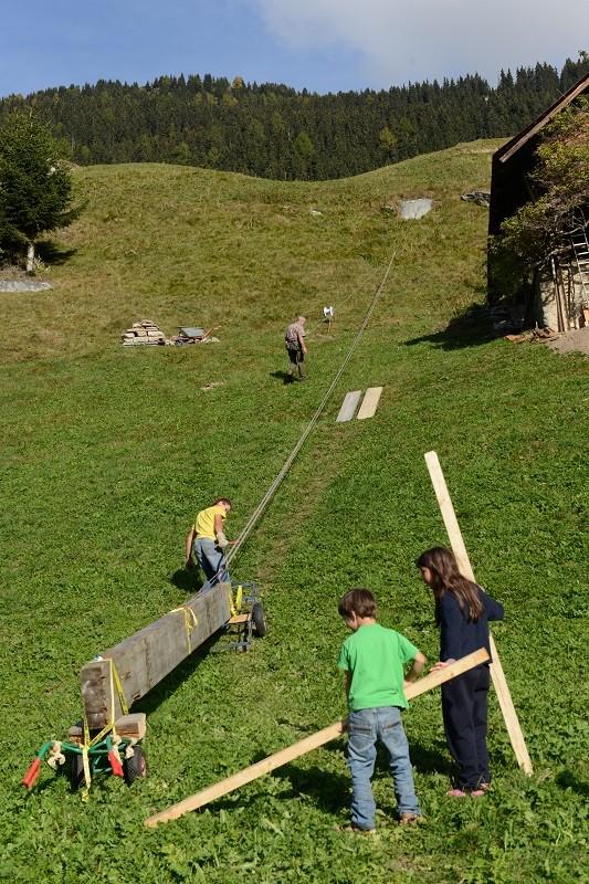der erste 14/36 Leimträger rollen den Berg hinauf, es ist 10 Uhr 26