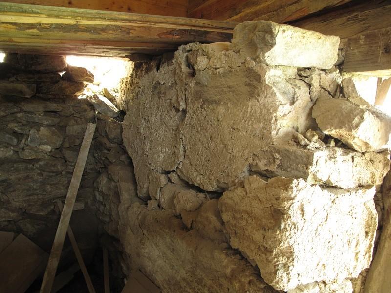 die zerstörte Südwand, 15 Tonnen Natursteinwand wollen noch repariert werden