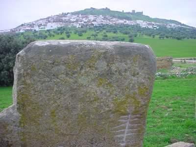 Sol grabado en el dolmen de Magacela también en la provincia de Badajoz.