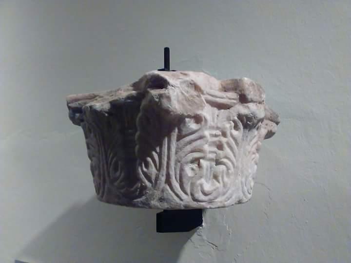 Capitel visigodo del Museo Arqueológico Provincial de Badajoz.