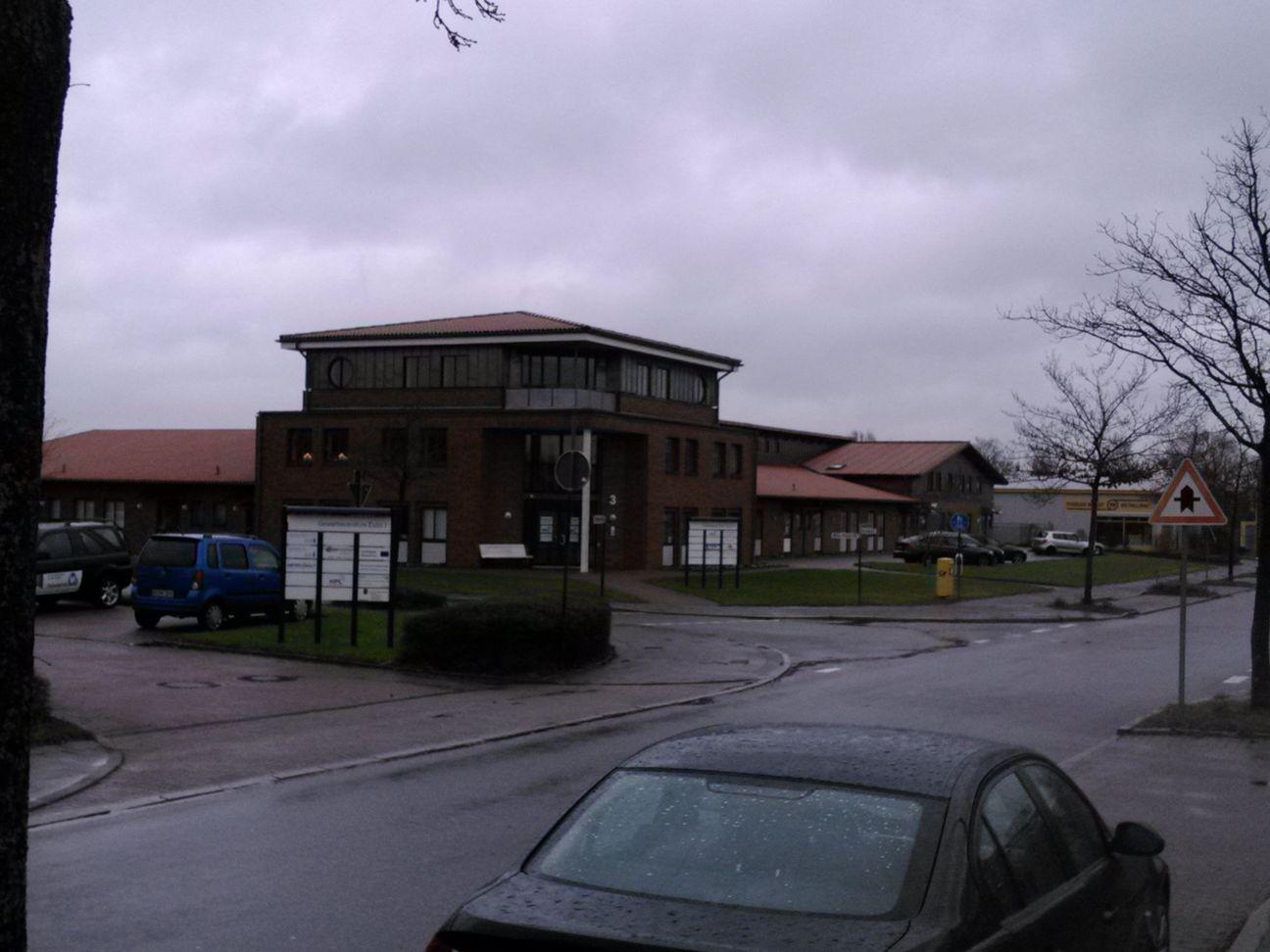 Gebäude in dem Zobels Computerdienste untergebracht ist (von der anderen Staßenseite)