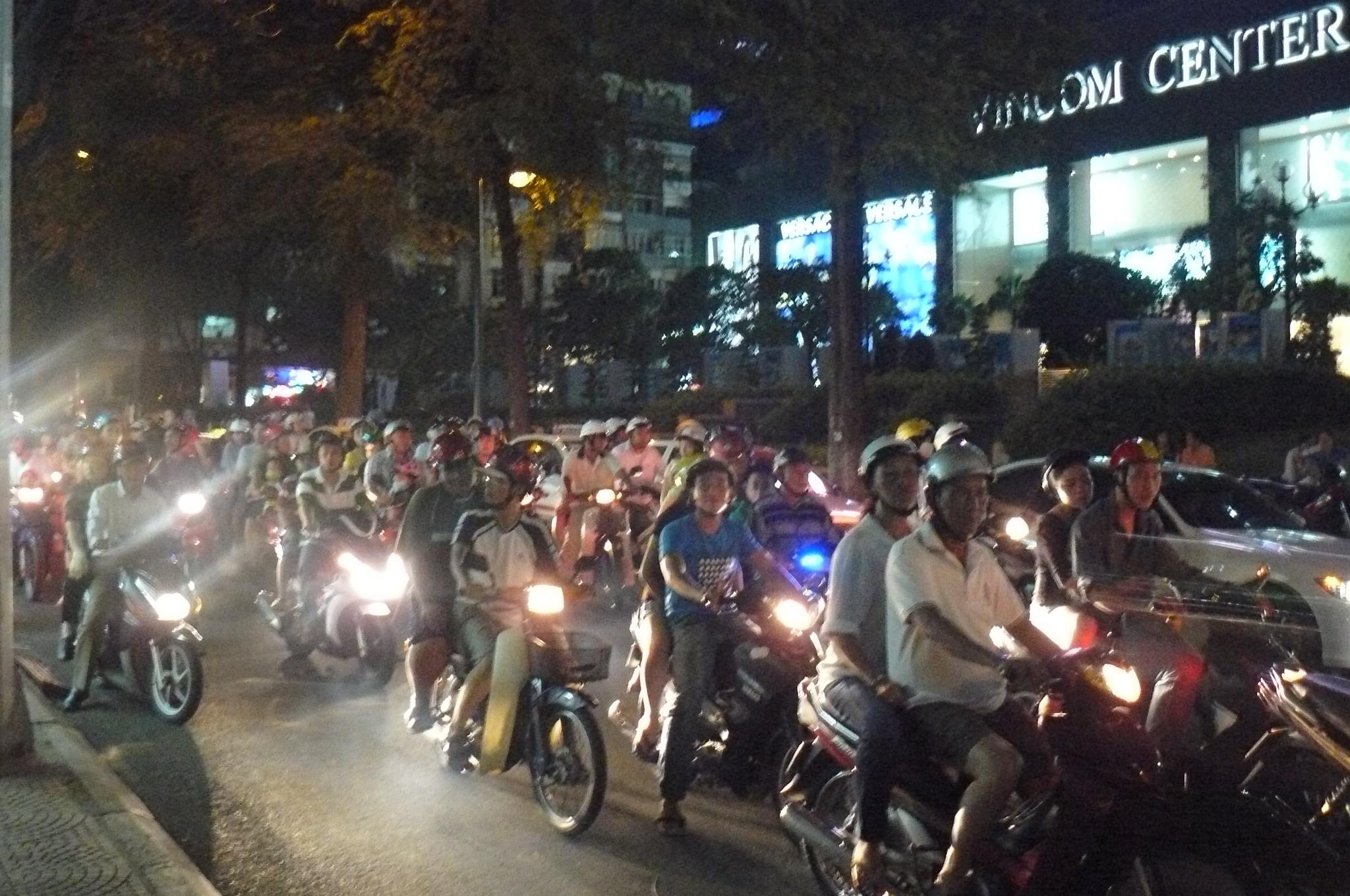 Vietnam, Ho Chi Minh-Stadt - Kommt man über die Straße?