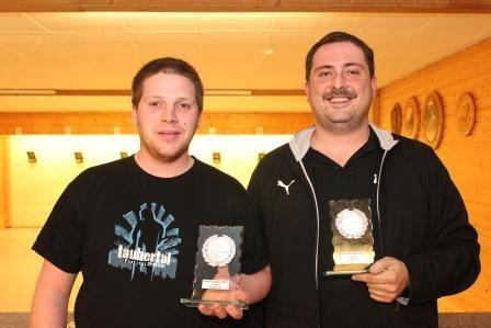 Die Gewinner des Finalschießens sind Dominik Vogt (Luftgewehr) und Peter Roll (Luftpistole).