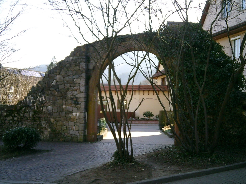 Ancienne porte de l'enceinte fortifiée