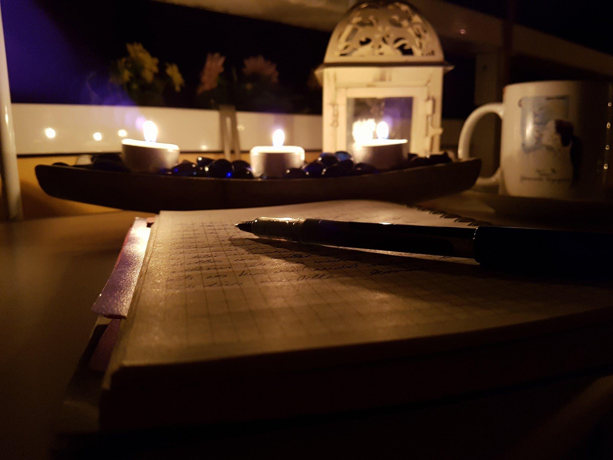 Kerzenlicht und ruhige Musik, die Gedanken fliegen fast aufs Papier