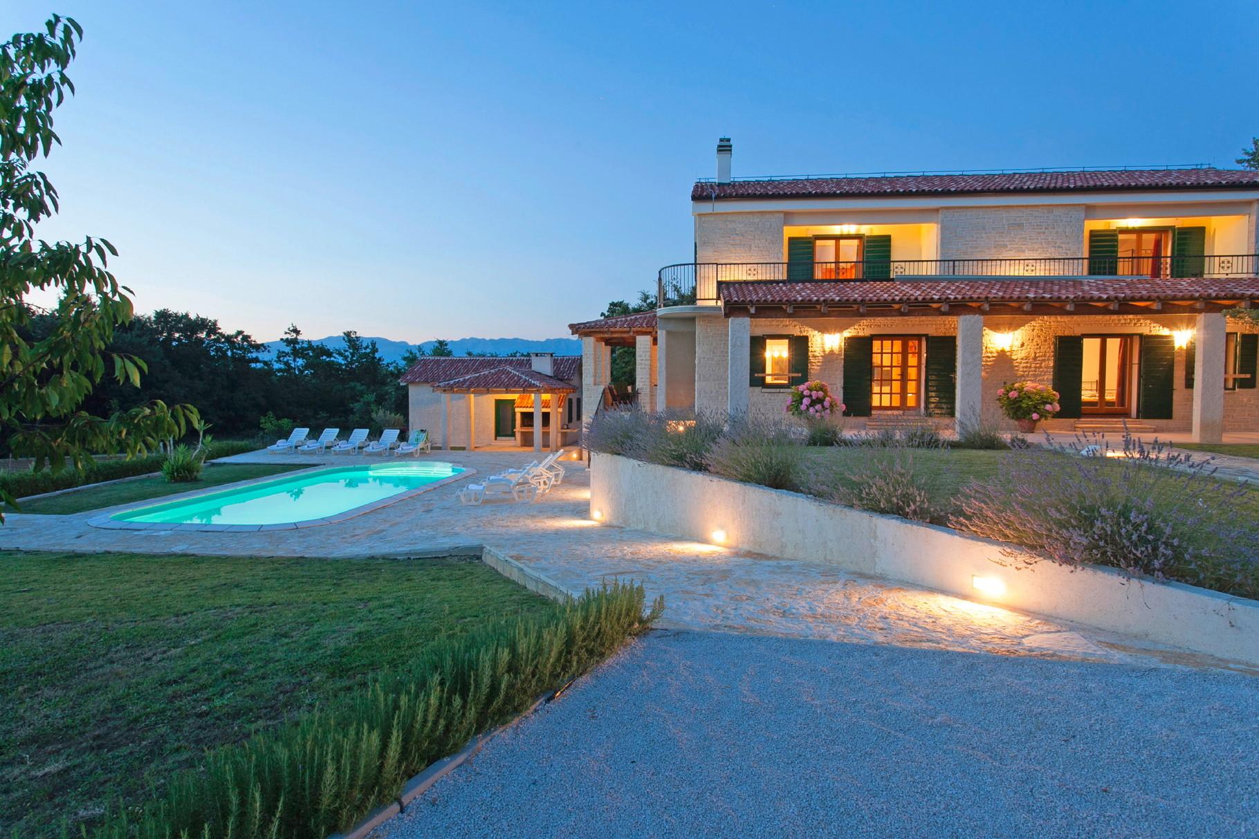 Villa Mit Garten Und Pool – localmenu.co