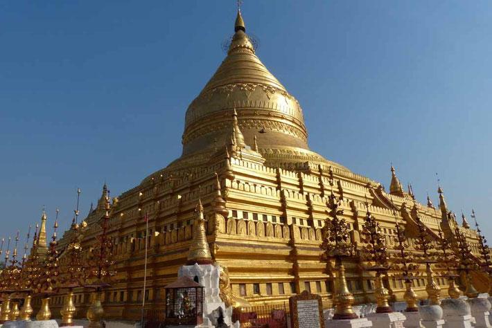 Shwezigon Pagode, Bagan in Myanmar