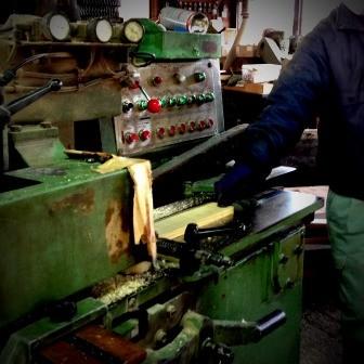 ③積み木となる板を削る