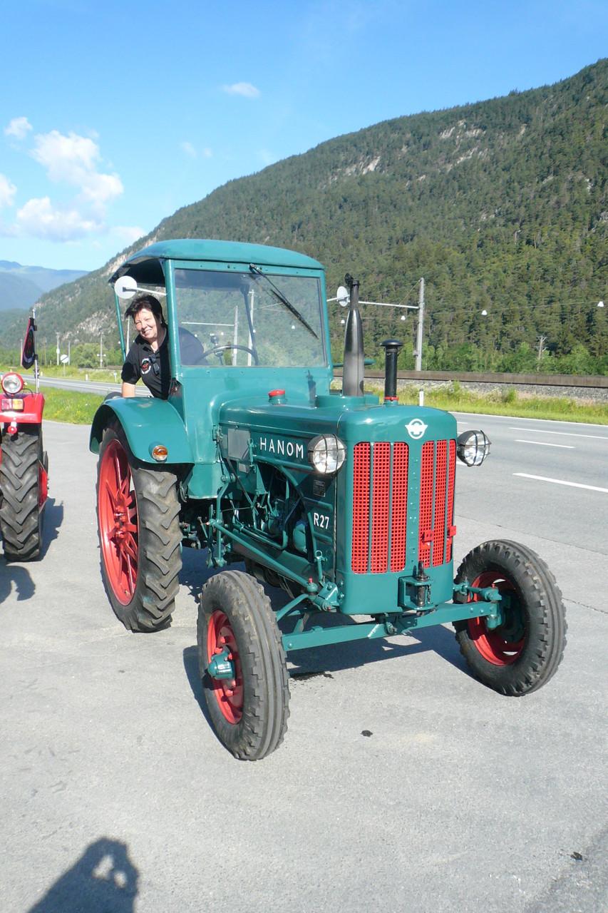 Ingrid mit Ihrem Traktor