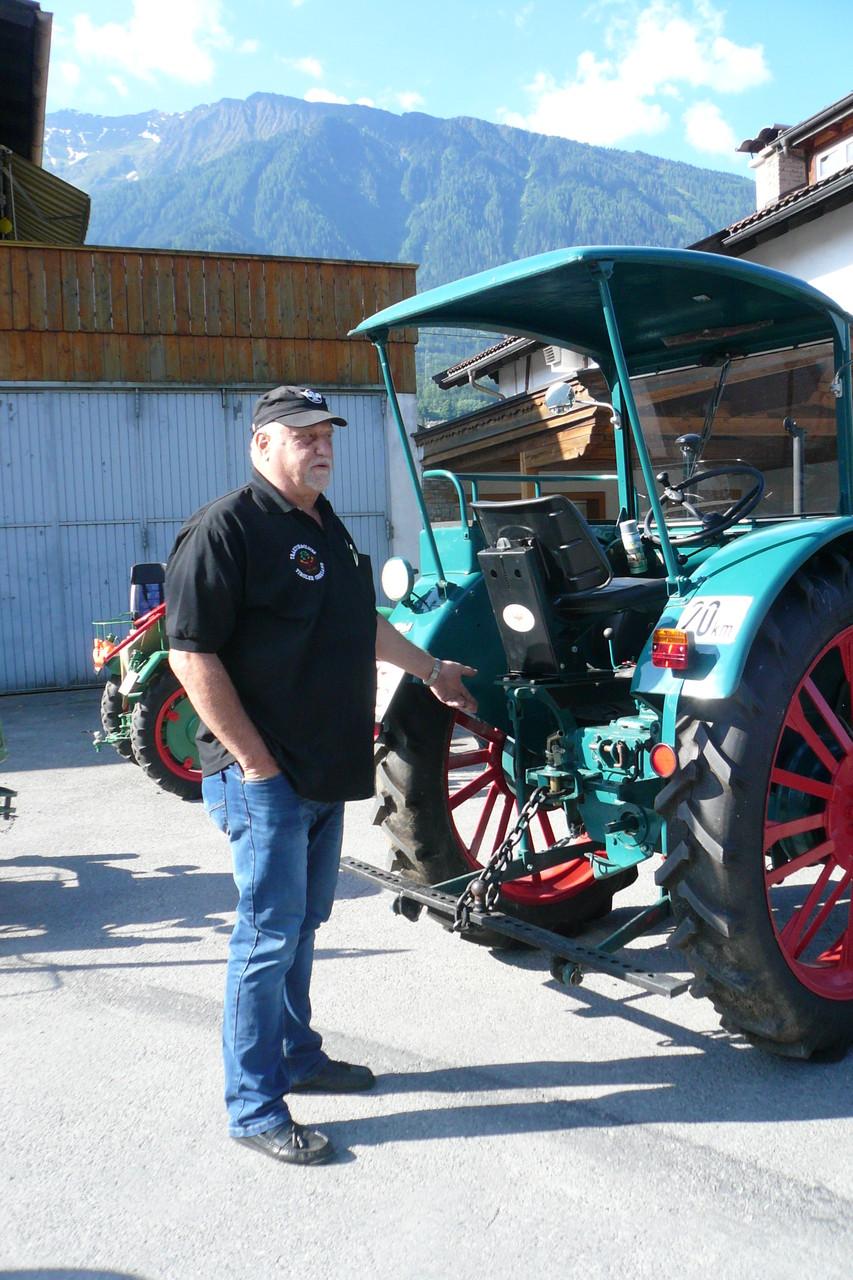 Burkhard mit seinem Traktor