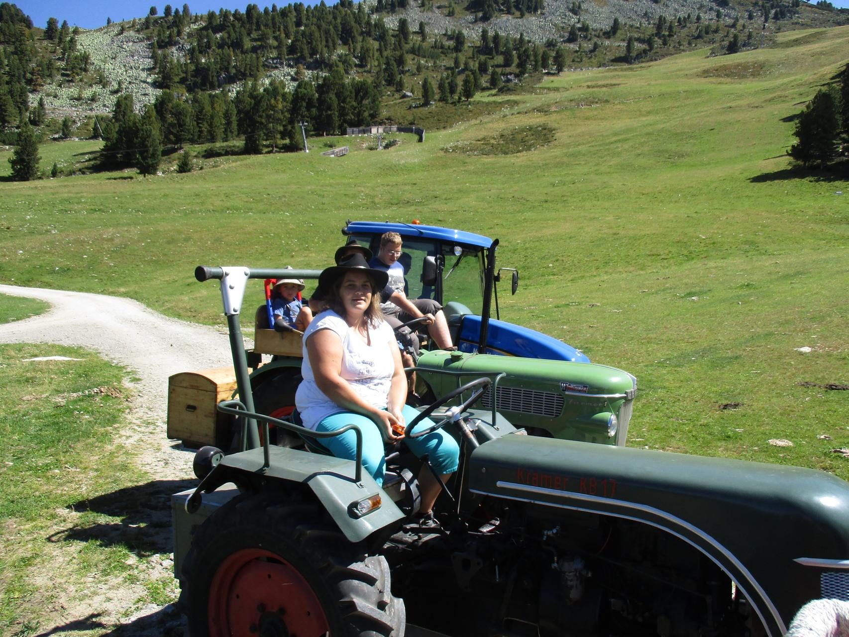 Ramona mit Ihrem Traktor