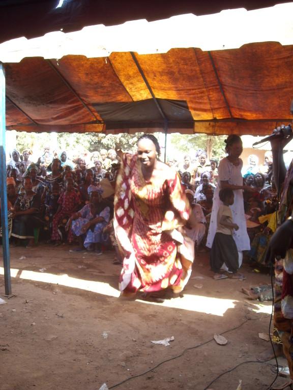 À la cérémonie...Mariamni Diarra
