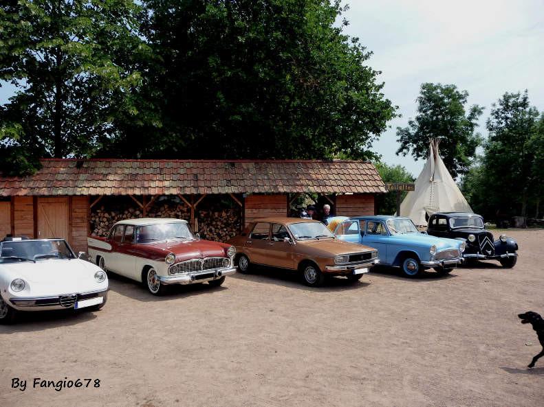 Le parking des anciennes avec la voiture de Pierre + Dany, celle de Corinne.