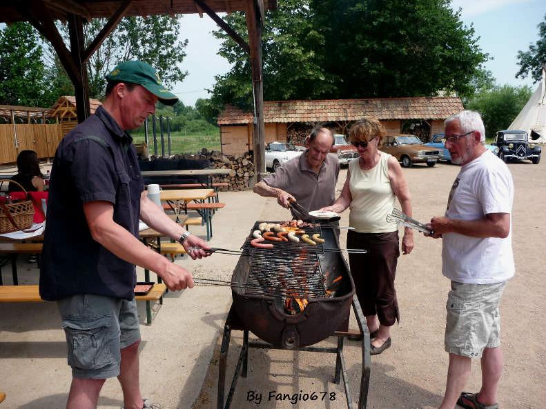 ....en train d'immortaliser le barbecue.