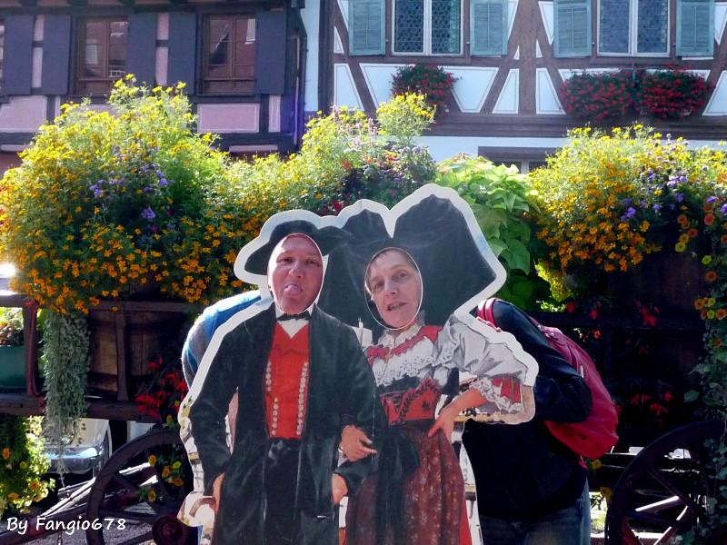 Un couple en costume traditionnel
