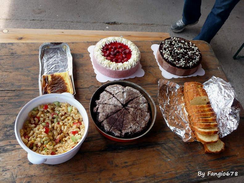 le buffet des desserts, trouvez l'intrus!