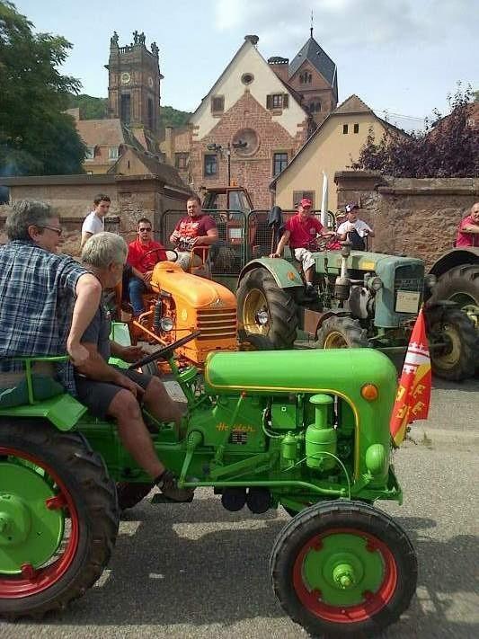 tracteurs lachés dans les rues du village