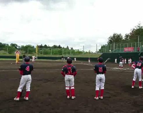 始球式はドナルドがピッチャー☆バッターは滑川東部1番T君♫良い思い出になりました(^^)