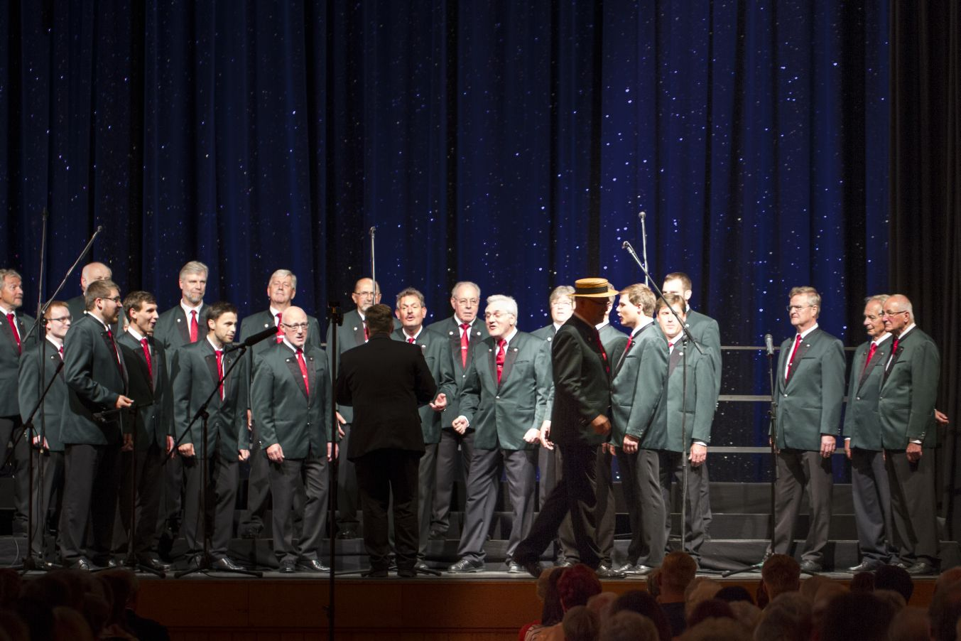 Chor der Polizei München mit dem Solisten Peter Tomasek