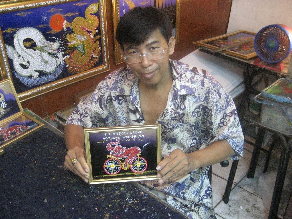 Sayon Kaew-Lerng, der thailändische Glasmalkünstler aus Chiang Mai/Nordthailand