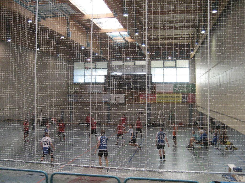 Volleyball hinter dem Vorhang