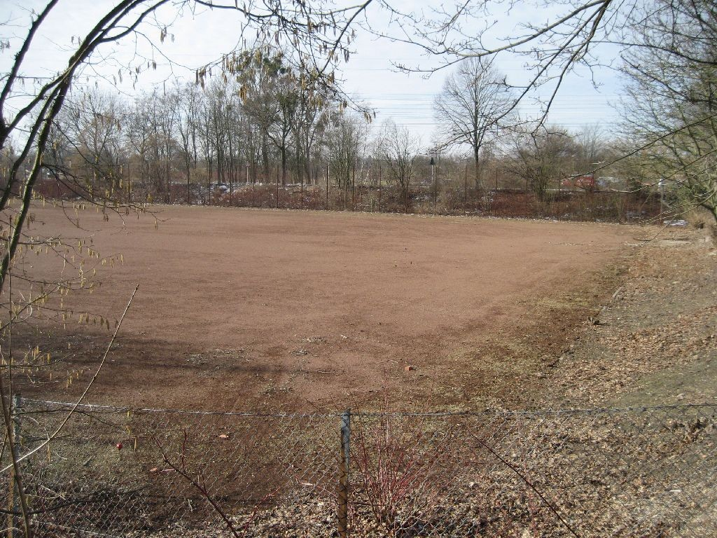 "Die Fläche des Bogensportclubs ""Pfeilflug"" bei der Hans-Christian-Andersen-Schule"