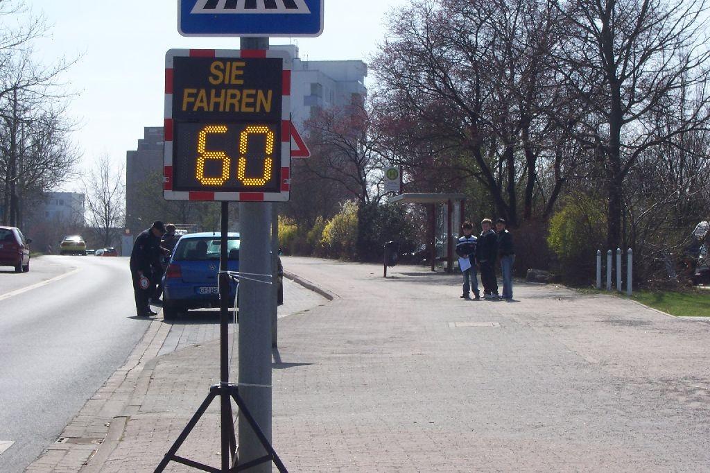 Eine Geschwindigkeitsmessung von Schülerinnen und Schüler des Albert-Schweitzer-Gymnasiums am Dresdner Ring