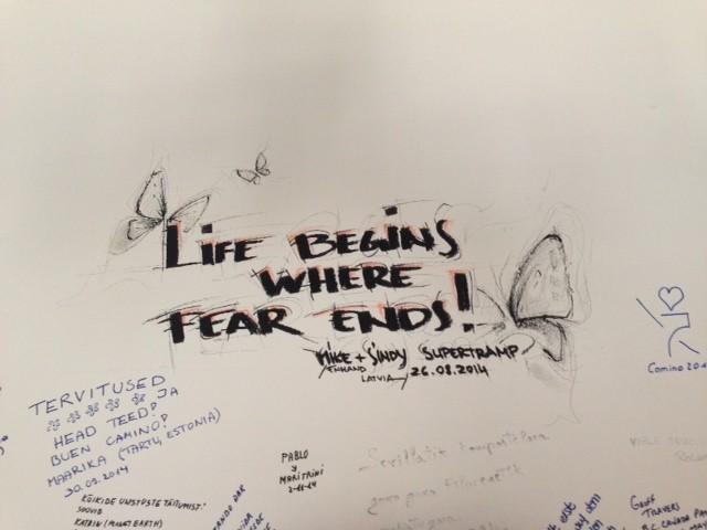Una scritta di un pellegrino sul muro dell ostello di Guillema