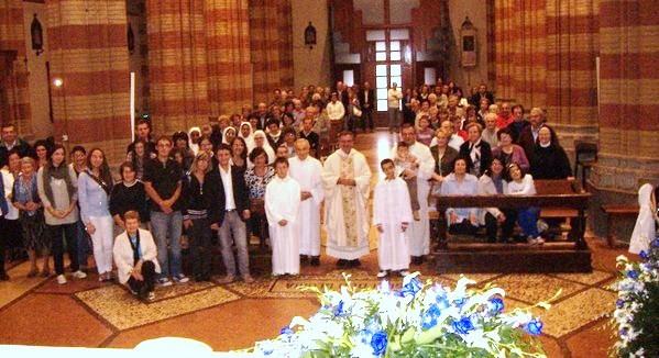Tutti partecipanti alla S.Messa del 30° Anniversario Ordinazione di don Remo