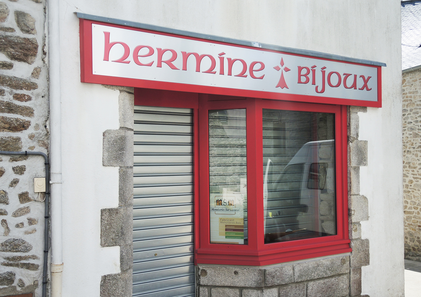 Enseigne alu brossé Hermine Bijoux Questembert