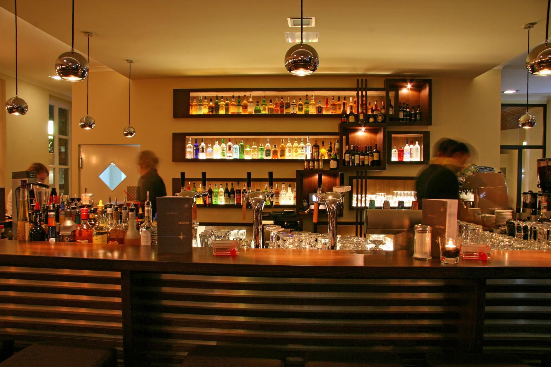 """Gastronomie Einrichtung """"Ballplatz Café Novum"""" Mainz"""